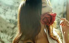 为了玫瑰,给刺浇水